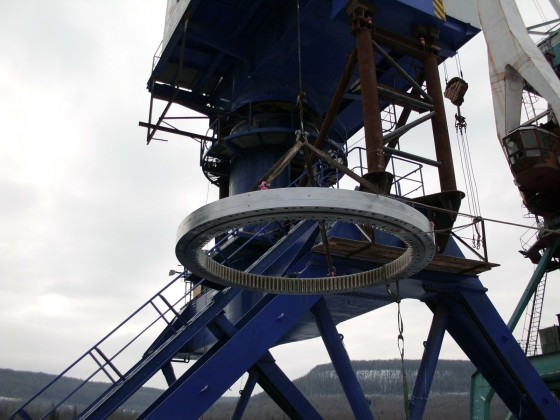 Replacement of the AHC-1000 Feniks crane slewing ring, Ust-Kut