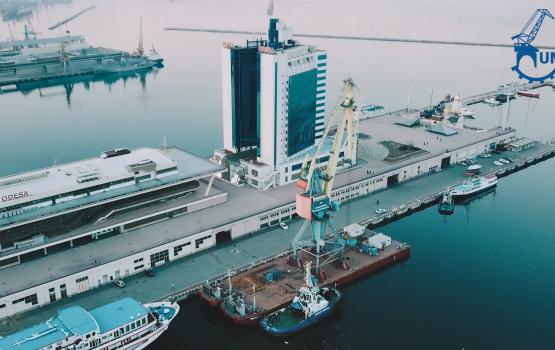 UMM успешно выполнил безразборную перевозку портальных кранов по морю