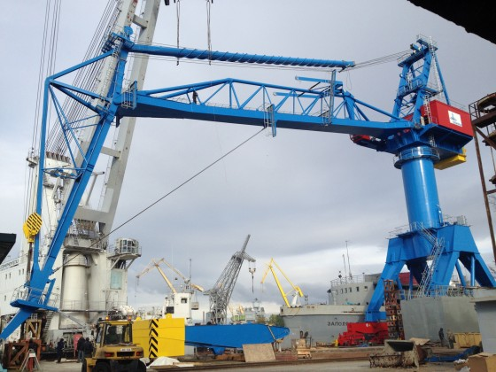 Installation of the TUKAN gantry crane with a capacity of 120 tons, Severodvinsk